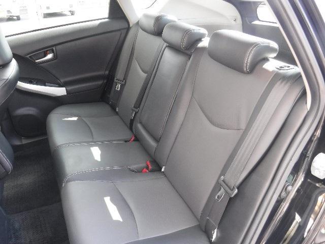 質感が高く座り心地の良い本革のリヤシートは、6:4分割可倒式。乗る人数や載せる物の状況に合わせてシートアレンジも色々。