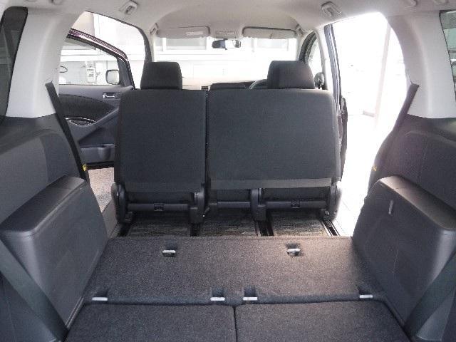荷物の出し入れがし易いラゲッジルーム。セカンド/サードシートをラゲッジモードにすれば、大きな荷物や長尺モノも搭載出来ます。