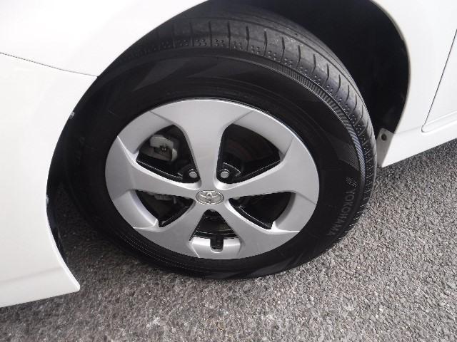 タイヤはYH製195/65R15と純正アルミホイールを装着。足元のお洒落も気になりますよね!