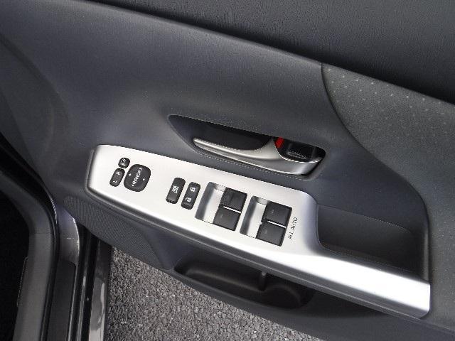 質感のあるモケット素材のリヤシートは、6:4分割可倒式スライド/リクライニング機構付。ライフスタイルに合わせてシートアレンジも色々。