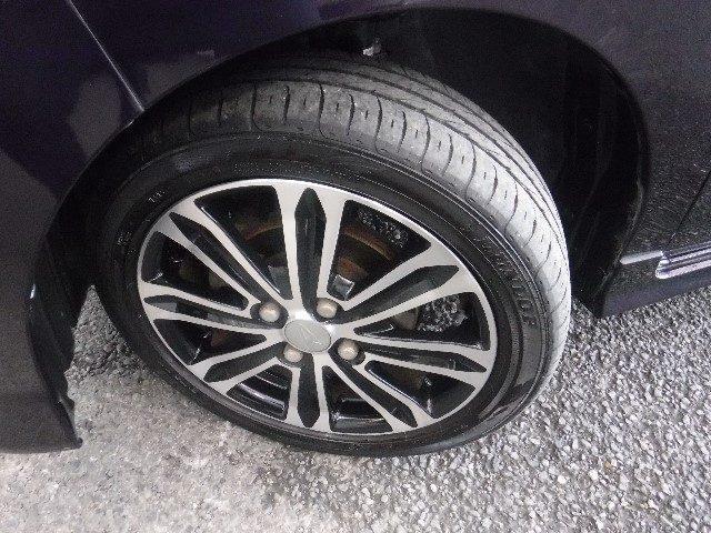 165/55R/15サイズのタイヤを装着しています。作りの良い純正アルミホイールがボディーデザインと融合します。
