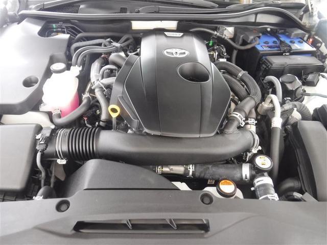 2.0Lのガソリンタ-ボエンジンを搭載しています。油汚れやほこりを隅々まで除去。エンジンルームも綺麗になっています。