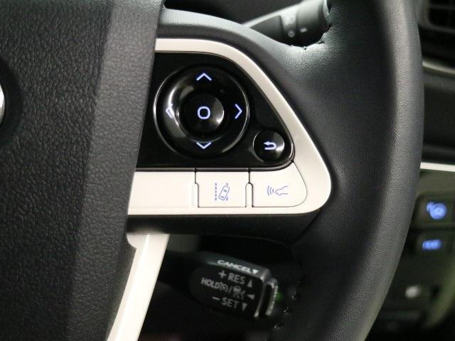 お車の取扱説明書・メンテナンスノート(記録簿)もございますのでディーラーで安心も買って下さい。