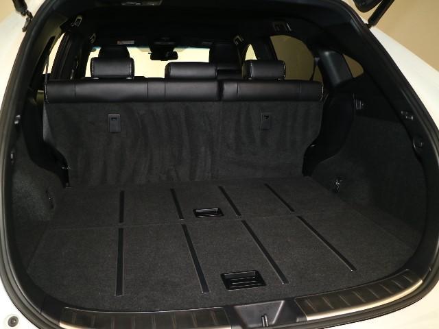 リヤシートを前に倒せば、ラゲッジルームもさらに広々♪是非一度、乗せてみたいお荷物をお持ちになられて、実際にお試しください。