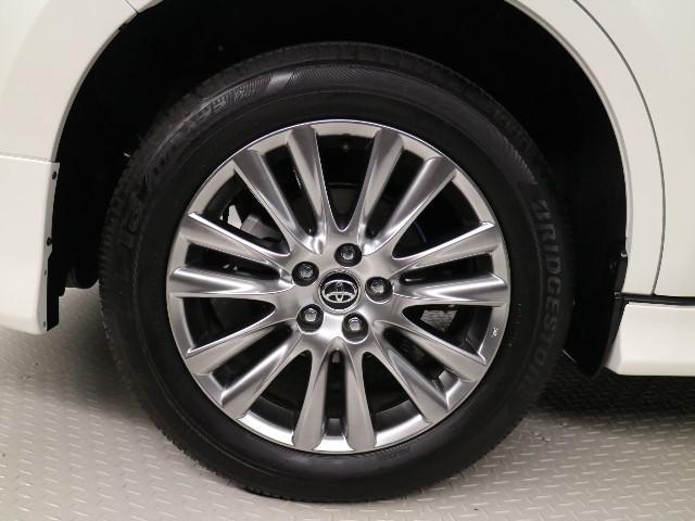 人気のトヨタ純正 18 インチアルミホイール。洗練されたデザインで、足元の印象もアップします!