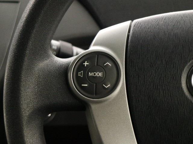 ステアリングスイッチ付きでオーディオ操作もラクラク♪手を離さずに操作出来ますので安全運転にもつながりますね。
