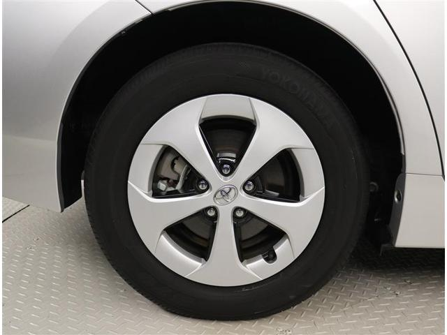 純正アルミホイール。タイヤサイズ195/65R15