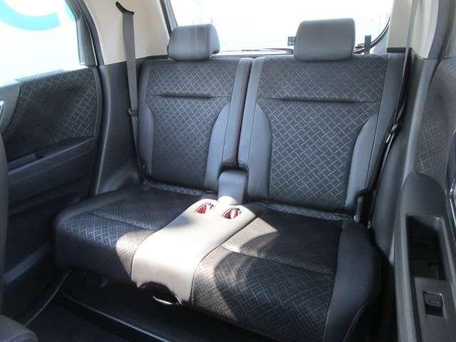 後部座席も当然、綺麗・清潔に仕上げます。内装の綺麗なお車は気持ちが良いですし、コンディションのいい車が多いです。前のユーザーが丁寧に使っていた証拠です。
