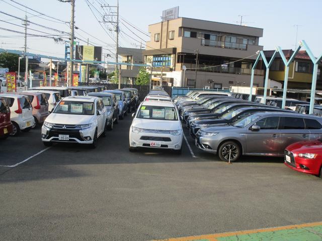 常時、軽自動車から大型SUVまでたくさんの車を見ていただけます。
