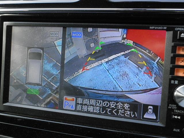 アラウンドビューモニター付き。前後左右4つのカメラから、上から見たような画像が映し出されます。周囲の確認ができ安心です。