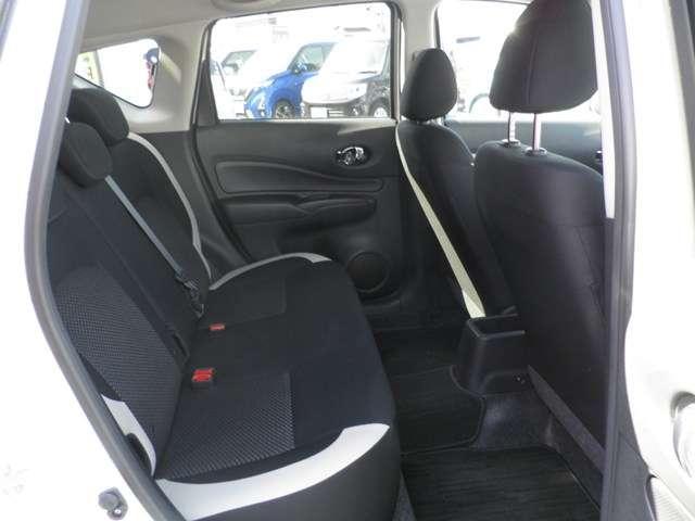 後席も余裕のある広さを確保しています。