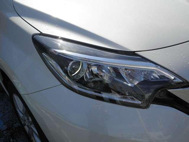 LEDヘッドライト装備。暗い道や、天候の悪い日でも視界良く運転できます。