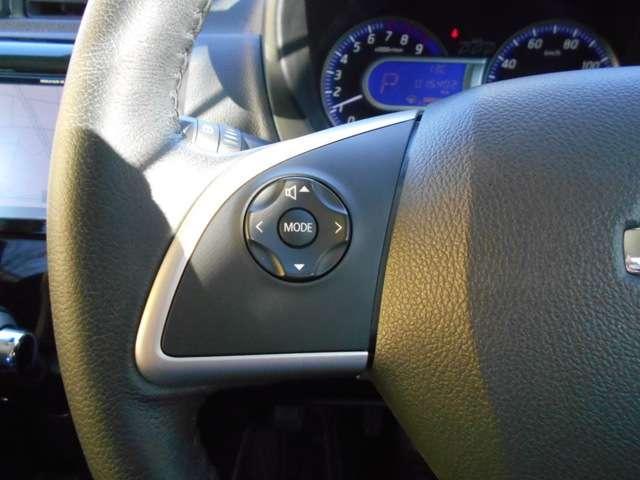 ステアリングスイッチ付き!運転中によそ見せずにナビの音量やチャンネル切り替え可能です!