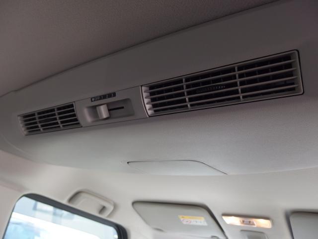 リアシーリングファンは風を後席に送風してくれ、冷暖房効率を良くしてくれます。(リアエアコンではありません)
