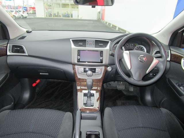 開放的で周囲が広く見渡せる運転席は高級感もあり、車両の感覚がつかみやすくて安心安全です♪