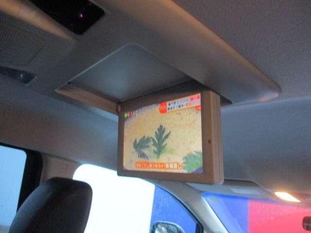 長いドライブも後席専用モニターがあれば楽しめます。お子様も退屈しません。