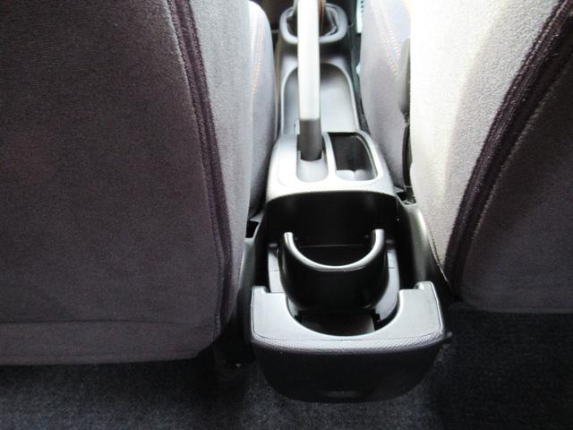 後部座席用収納式ドリンクホルダー