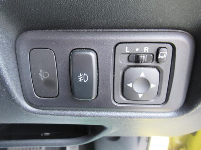 ドアミラーは電動で開閉しますので、駐車場や狭い場所でも簡単に開け閉めできます♪