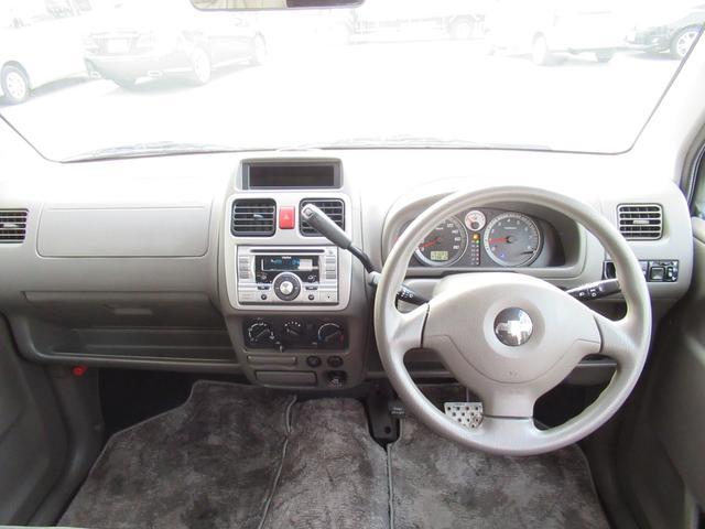 運転席周りです♪ 自分だけの特別空間♪ 室内もキレイです! 視界も良好☆