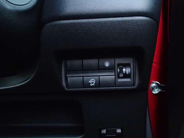 G 4WD 衝突被害軽減ブレーキ 前後進誤発進抑制機能 車線逸脱警報 横滑り防止装置 前後障害物センサー LEDヘッドライト オートマチックハイビーム サイド&カーテンエアバック シートヒーター(12枚目)