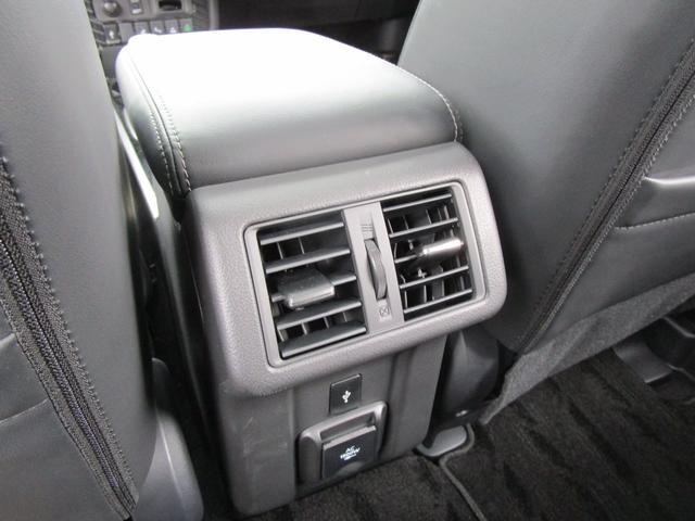 Gプレミアムパッケージ 秘密 禁煙 電動サンルーフ 本革シート 三菱パワーサウンドシステム 後方検知警報システム 誤発進抑制機能 AC電源 電動シート スマートフォン連携8型メモリーナビ フルセグ Bluetooth USB(68枚目)