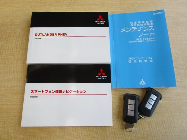 Gプレミアムパッケージ 秘密 禁煙 電動サンルーフ 本革シート 三菱パワーサウンドシステム 後方検知警報システム 誤発進抑制機能 AC電源 電動シート スマートフォン連携8型メモリーナビ フルセグ Bluetooth USB(78枚目)