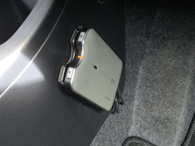 G 禁煙 7型ワイドナビ ワンセグTV CDチューナー バックカメラ アイドリングストップ ETC オートエアコン 電動格納ミラー リヤゲートスポイラー エンジンプッシュ ドアバイザー ワンオーナー(13枚目)