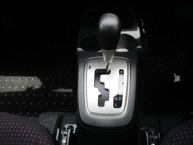 G 禁煙 7型ワイドナビ ワンセグTV CDチューナー バックカメラ アイドリングストップ ETC オートエアコン 電動格納ミラー リヤゲートスポイラー エンジンプッシュ ドアバイザー ワンオーナー(15枚目)