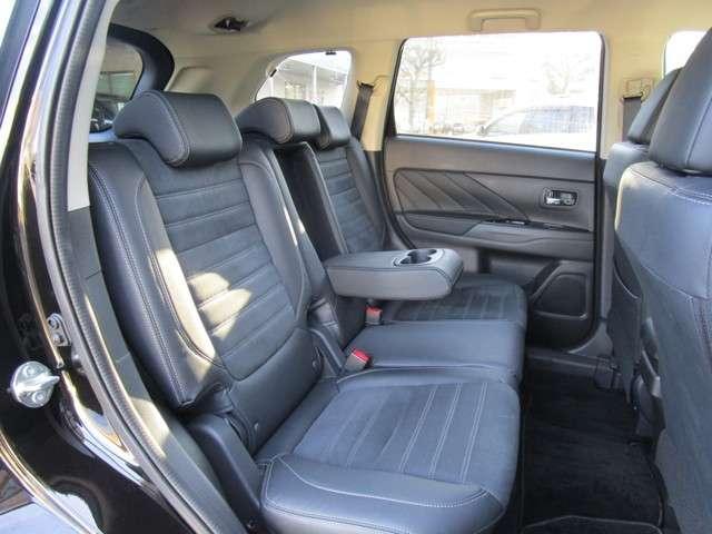 全車両、内外装ともに専門業者によるクリーニングを実施してお納めします。