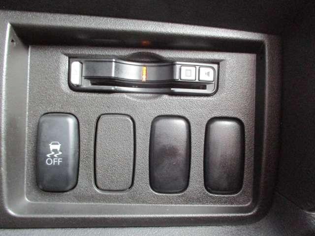 2.2L シャモニー 4WD ディーゼル 8人乗り 8ナビ カロッツェリア10.2インチ後席モニター クルーズコントロール ハーフウッドステアリング パワーシート シートヒーター オートライト 両側電動スライド バックカメラ ETC リヤクーラー 喫煙車(17枚目)
