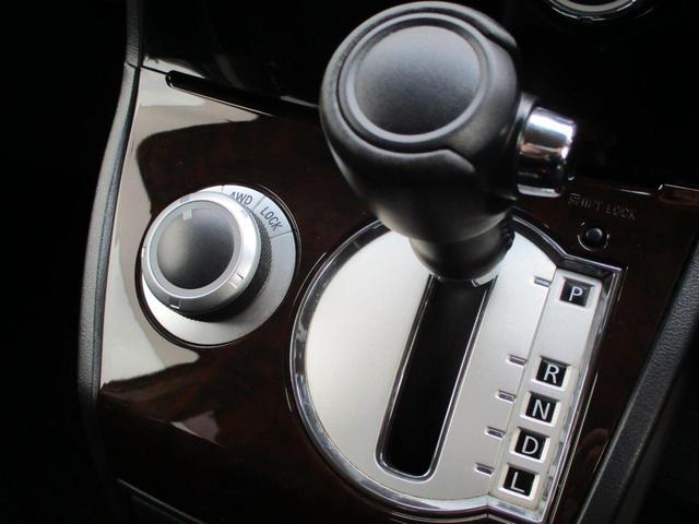 2.2L シャモニー 4WD ディーゼル 8人乗り 8ナビ カロッツェリア10.2インチ後席モニター クルーズコントロール ハーフウッドステアリング パワーシート シートヒーター オートライト 両側電動スライド バックカメラ ETC リヤクーラー 喫煙車(62枚目)
