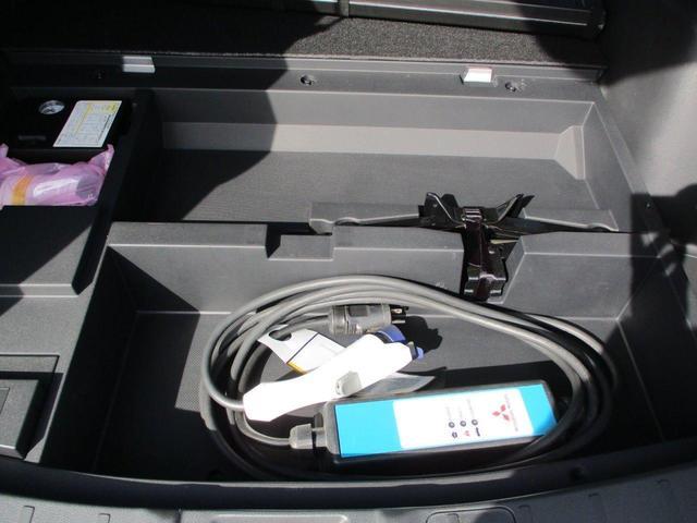 Gプレミアムパッケージ 禁煙車 ロックフォード 本革シート 誤発進抑制(前後) 衝突被害軽減 レーダークルーズ パーキングセンサー 全周カメラ 電動テールゲート AC電源 三菱リモートコントロール ETC リアスポ(50枚目)