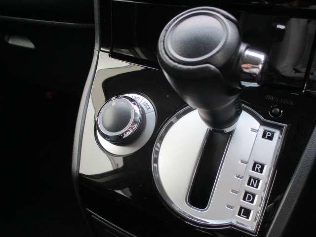 2.2L ローデスト Dパワーパッケージ ディーゼルターボ 4WD 8人乗り ブラック内装 ナビパイオニア7インチナビ バックカメラ ETC 両側電動スライドドア スマートキー HIDオートライト 車検整備付き 三菱認定U-CAR(14枚目)