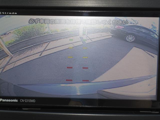 後退時に車両の後ろ側をモニター画面に表示します。車庫入れなどでバックする際に後方確認ができて便利です。車庫入れが苦手な人もこれで安心。