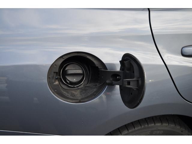 給油口は運転席側になります
