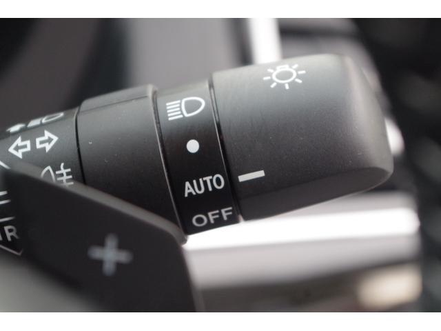ヘッドライトオートスイッチ薄暮時やトンネルの出入り口などで自動的に点灯・消灯するオートライトを採用。