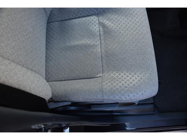 運転席の座面もご覧の通りキレイな状態です。