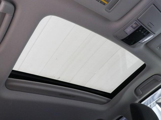 こだわりの快適装備サンルーフ!!ちょっとした空気の入れ替えや車内への光の取り込みが出来快適なドライブが出来ます!