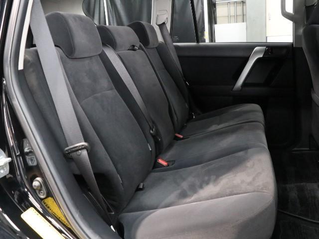 バックドアガラスハッチ搭載!バックドアを開くスペースのない狭い駐車場などでも、クルマを前方に移動させることなく物を取り出すことができます♪