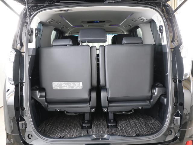 大きな開口部の荷室スペースはとても広々としています。 大きな荷物も楽々収納出来ちゃいますよ。 大は小を兼ねると言いますしスペースは大きい事に越した事はありませんね。