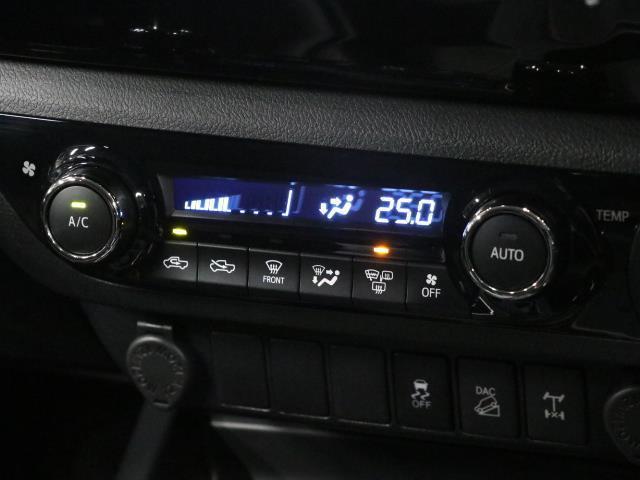 Z 1オーナー LEDヘッドランプ Bカメラ 盗難防止装置 ETC ナビTV キーレス 寒冷地 記録簿 4WD スマートキー フルセグ オートクルーズ プリクラッシュS AW エアコン CD DVD(12枚目)