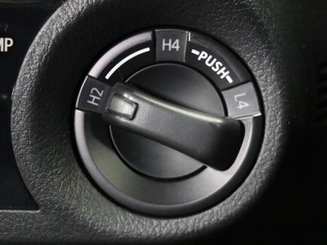 Z 1オーナー LEDヘッドランプ Bカメラ 盗難防止装置 ETC ナビTV キーレス 寒冷地 記録簿 4WD スマートキー フルセグ オートクルーズ プリクラッシュS AW エアコン CD DVD(13枚目)