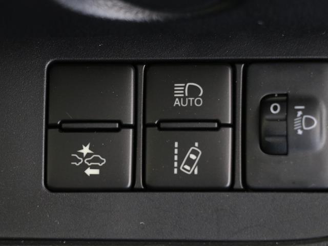 ハイブリッドX バックカメラ付 キーレスエントリー 記録簿 衝突軽減S オートエアコン ワンセグ ETC ナビTV 3列シート ABS CD メモリナビ 左オートスライド エアバック デュアルエアバッグ(12枚目)