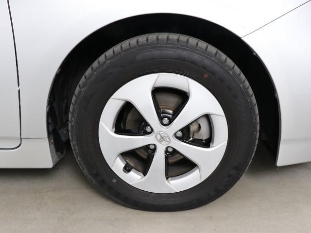 アルミホイールです。 路面に力を伝えるホイール部分は特に目立ちますよね。 ホイールひとつで車のイメージも大きく変わりますね。