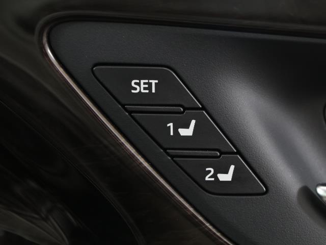G-エグゼクティブ Four フルセグ 本革シート 4WD ETC LED バックモニター メモリーナビ ワンオーナー(13枚目)