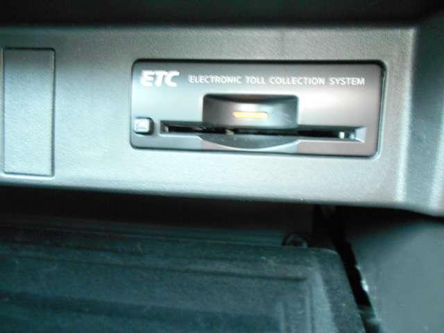 ベースグレード 黒本革シート BOSEサウンド 純正HDDナビ 地デジ キセノンヘッドライト サイド&カーテンエアバッグ プラスチックバイザー エアコンシート キセノンヘッドライト(7枚目)