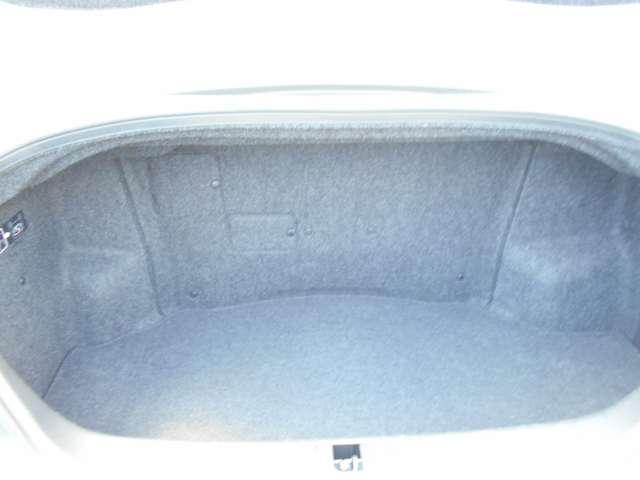 ベースグレード 黒本革シート BOSEサウンド 純正HDDナビ 地デジ キセノンヘッドライト サイド&カーテンエアバッグ プラスチックバイザー エアコンシート キセノンヘッドライト(16枚目)
