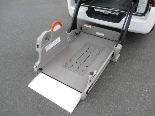 2.5 チェアキャブ 車いす2名仕様 ディーゼルターボ 4WD エマージェンシーブレーキ 横滑り防止機能 アラウンドビューモニター リアクーラー&ヒーター オートステップ(3枚目)