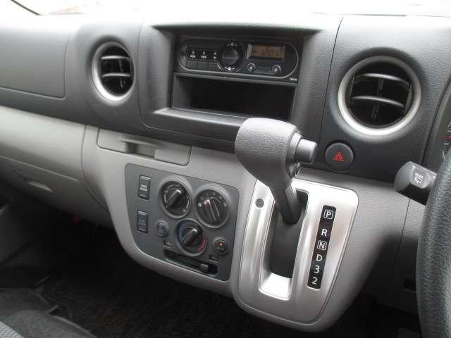 2.5 チェアキャブ 車いす2名仕様 ディーゼルターボ 4WD エマージェンシーブレーキ 横滑り防止機能 アラウンドビューモニター リアクーラー&ヒーター オートステップ(7枚目)