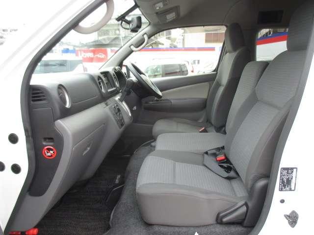 2.5 チェアキャブ 車いす2名仕様 ディーゼルターボ 4WD エマージェンシーブレーキ 横滑り防止機能 アラウンドビューモニター リアクーラー&ヒーター オートステップ(12枚目)